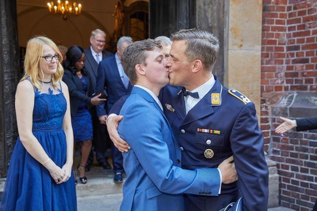 Photo of Hamarosan házasodhatnak az azonos nemű párok Svájcban
