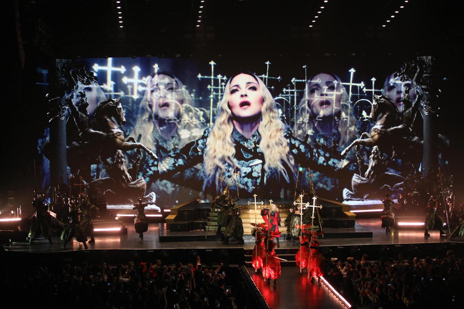 Photo of Madonna egymillió dolláros büntetést kapott az oroszoktól melegpropaganda miatt