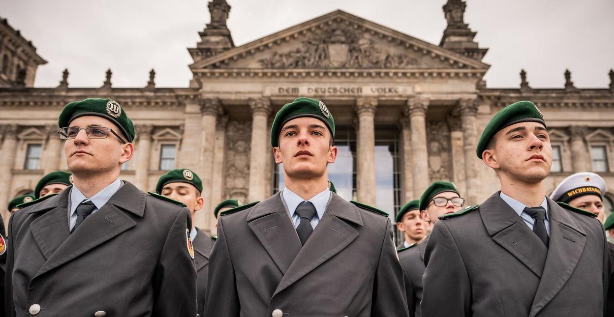 Photo of Bocsánatot kért a német védelmi miniszter a meghurcolt meleg katonáktól