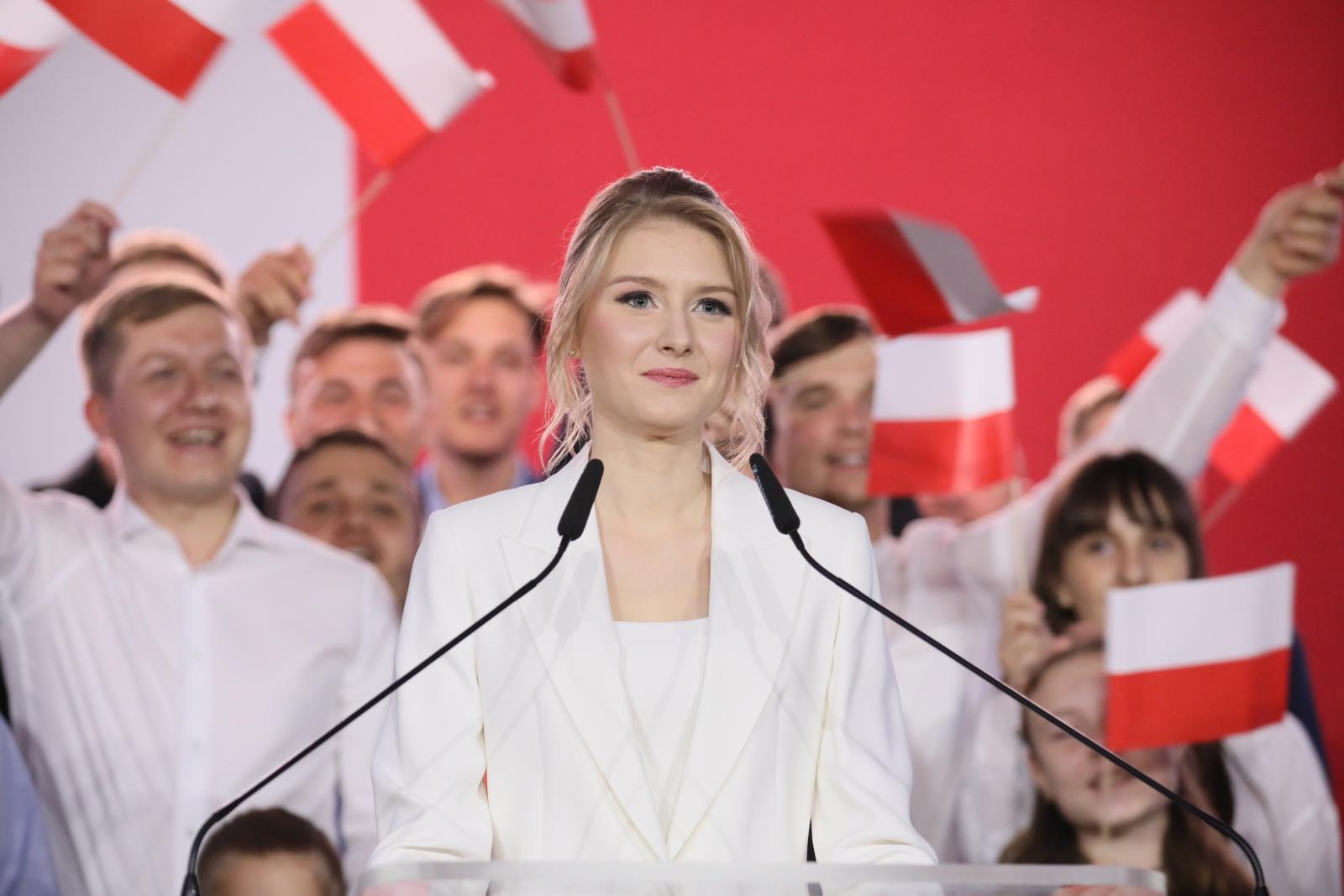 Photo of Vihart kavart a lengyel elnök lánya az elfogadásról szóló beszédével