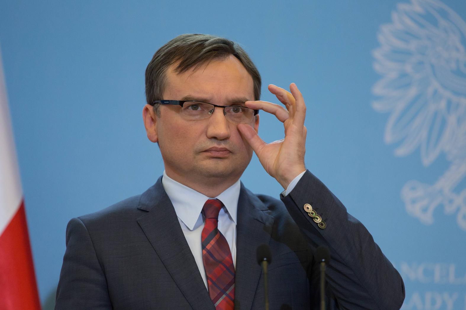Photo of A miniszter attól fél, az EU Lengyelországra kényszeríti az egyenlő házasságot