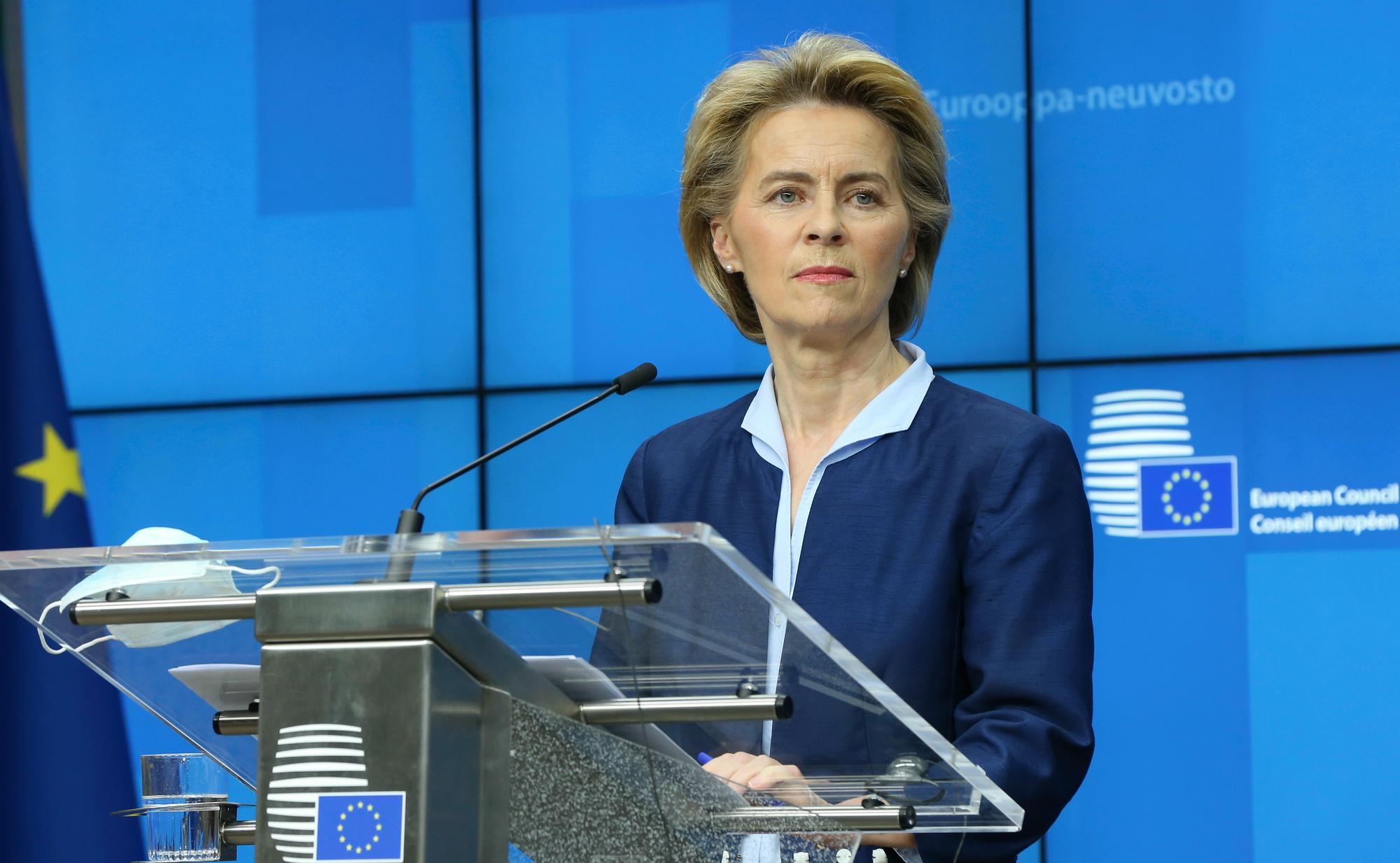 Photo of Tombolnak a lengyel politikusok, amiért EU-s pénzektől estek el a homofóbia miatt