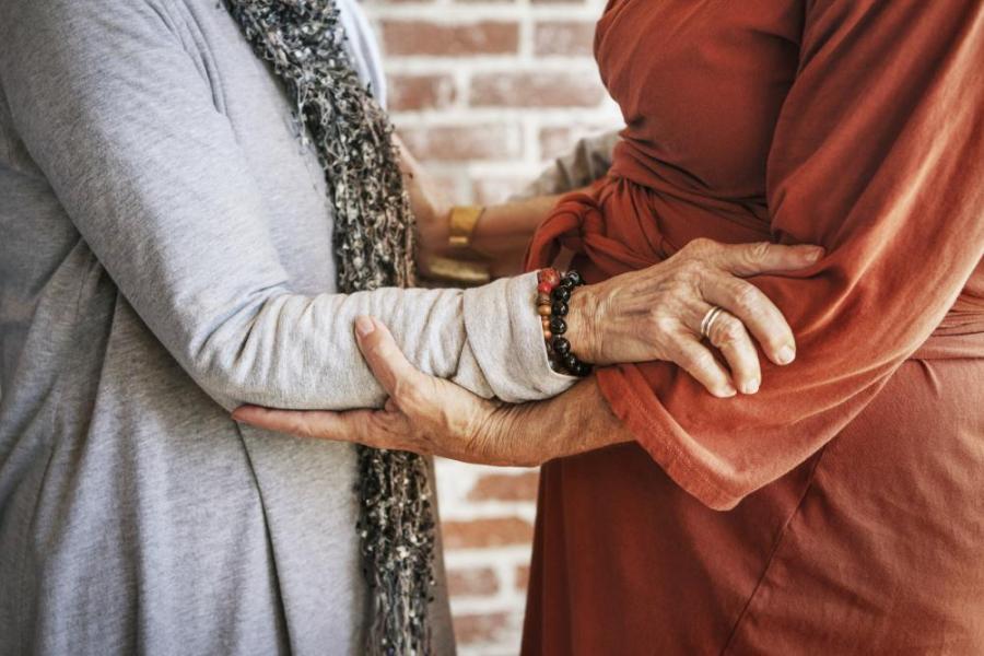 Photo of Három év után kapott lakcímkártyát az idős budapesti leszbikus pár