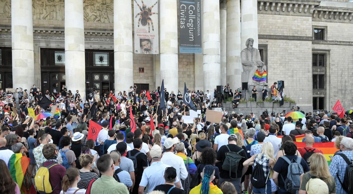 Photo of Ezrek tüntettek Lengyelországban a letartóztatott LMBTQ aktivisták miatt