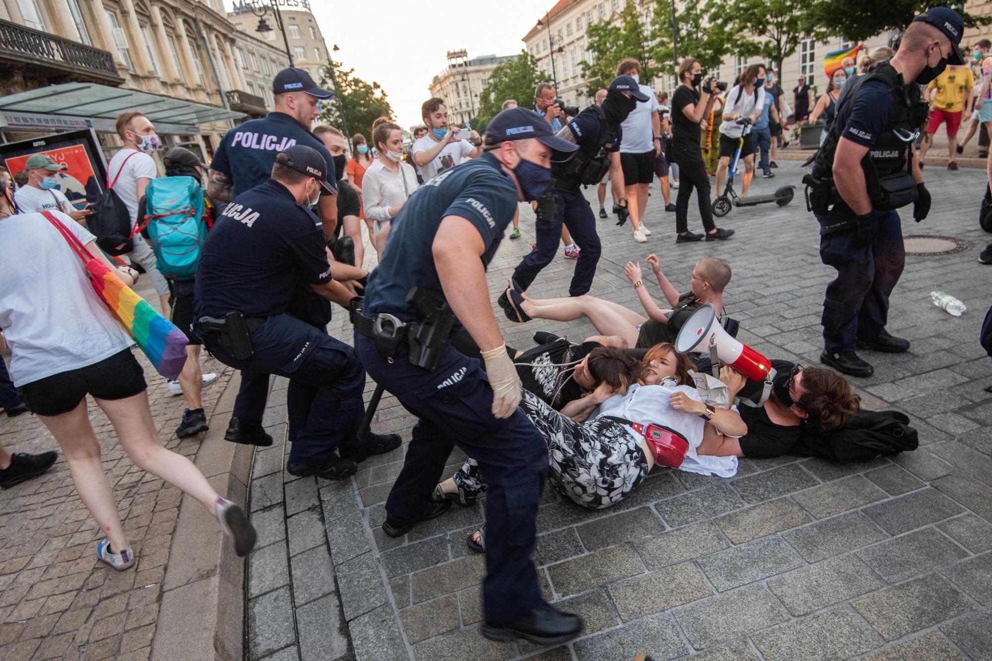 Photo of Tüntetést tartanak Budapesten a letartóztatott lengyel aktivisták mellett