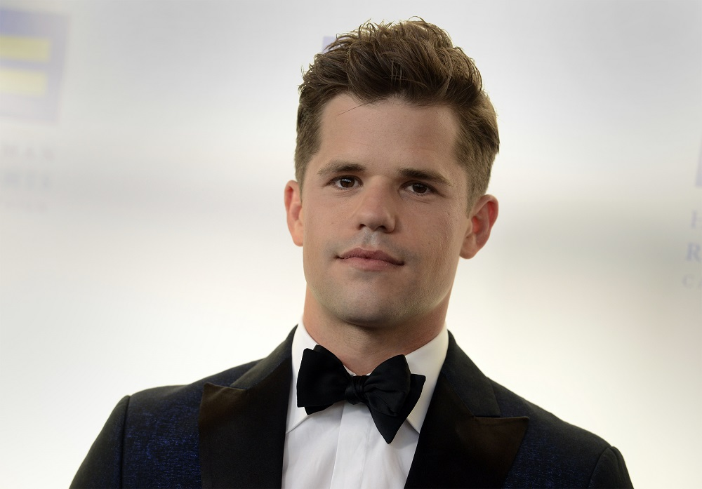 Photo of Egy pofon miatt coming outolt Charlie Carver