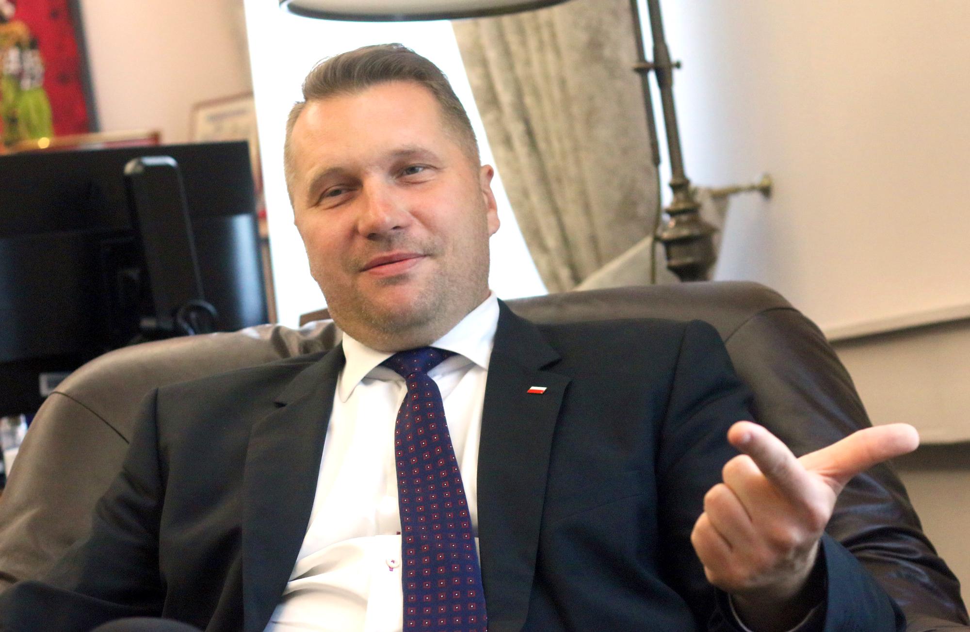Photo of Lengyel oktatási miniszter: A melegek nem egyenlőek a normális emberekkel