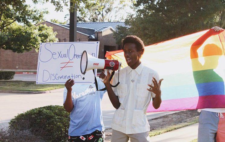 Photo of Coming outja miatt rúgtak ki egy tinédzsert az egyházi iskolából